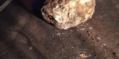 Karaman'da Dağdan Kopan Kaya Parçası Yola Düştü