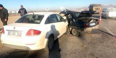 Ereğli'de İki Otomobil Çarpıştı: 5 Yaralı