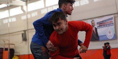 Dünya Şampiyonası'nda Kürsünün Zirvesine Çıkmak İstiyor