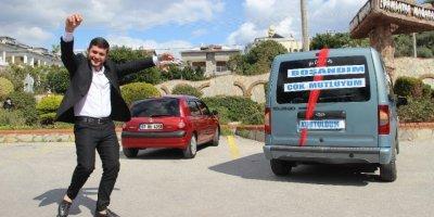 Antalya'da Eşinden Boşanan Adamdan İlginç Kutlama