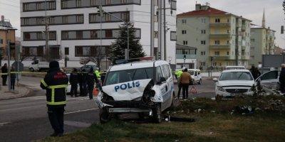 Niğde'de Polis Aracı İle Otomobil Çarpıştı: 5 Yaralı