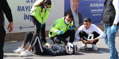 Antalya'da Oğlunun Kazasını Gören Anne Hem Kızdı Hem Ağladı
