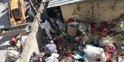 Mersin'de Çöp Ev Şaşırttı