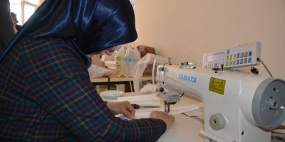 Antalya'da Usta Öğretici Kadınlar Maske Üretimine Başladı