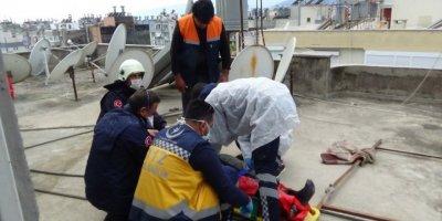 Antalya'da Üzerine Beton Blok Düşen İşçi Yaralandı