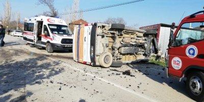 Antalya'da Trafik Kazası:2 Yaralı