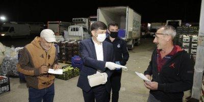 Büyükşehir Belediyesi Toptancı Hal'de Maske Dağıtımı Yaptı