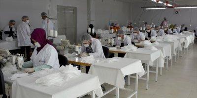 Aksaray'da Bir Tekstil Fabrikasında Günde 80 Bin Maske Üretiliyor