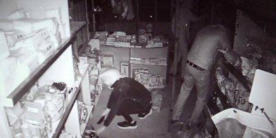 Karaman'da Büfeye Dalan Hırsızlar Ne Varsa Çaldılar