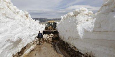 Antalya'da 7 Metrelik Karla Mücadele Çalışmaları