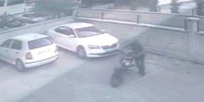 Konya'da Beceriksiz Hırsız Kameralara Yakalandı