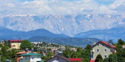 """Toros Dağları'ndaki """"Beyaz Örtü"""" Erimeye Devam Ediyor"""