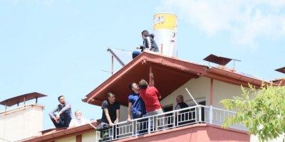 Aksaray'da İkna Edilen Genç Çatıdan İndirildi