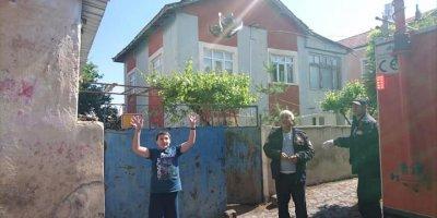 Çatı Arasına Sıkışan Güvercini İtfaiye Ekipleri Kurtardı