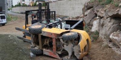 Kayseri'de Forkliftin Altında Kalan İşçi Ağır Yaralandı