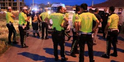 Aksaray'da Polisten Kaçan Araç Bekçiyi Yaraladı