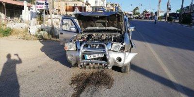 Mersin'de Otomobil İle Kamyonet Çarpıştı: 4 Yaralı