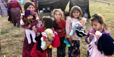 Hayırseverler yayladaki yörük çocukları oyuncakla sevindirdi