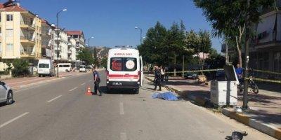 Antalya'da Kamyonet İle Motosiklet Çarpıştı: 1 Ölü