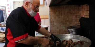 """Konya'da Üç Kuşaktır """"Fırın Kebabı"""" Pişiriyorlar"""