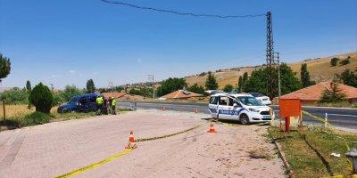 Aksaray'da Hafif Ticari Araç Şarampole Devrildi: 1 Ölü