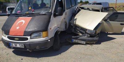 Aksaray'da Otomobil İle Minibüs Çarpıştı: 7 Yaralı