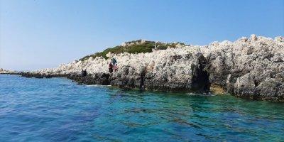 Antalya'da Türk Kara Sularına İtilen 9 Sığınmacı Kurtarıldı