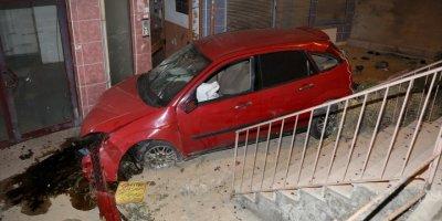 Ankara'da Otomobil  Apartman Boşluğuna Düştü