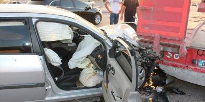 Aksaray'da otomobil tıra arkadan çarptı: 4 yaralı