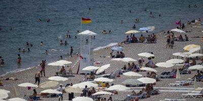 Antalya'da Sıcak Hava Ve Yüksek Nem Bunaltıyor