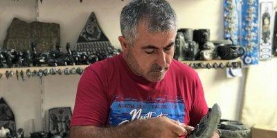 Arif Usta İşlediği Taşlara Değer Katıyor