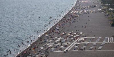 Antalya Sahillerinde Bayram Yoğun Geçti