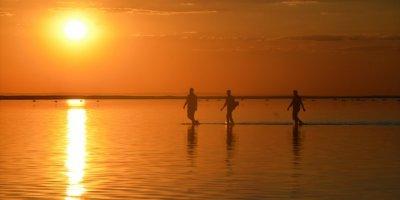 Tuz Gölü'nde Gün Batımı Güzelliği