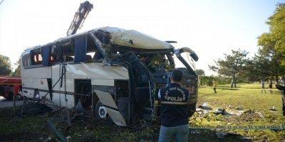 Eskişehir'de Devrilen Servis Otobüsündeki 2 İşçi Öldü
