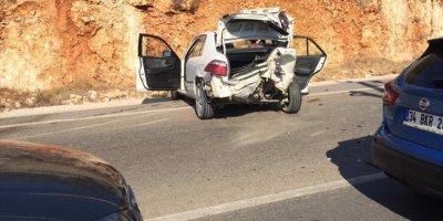 Antalya'da Zincirleme Trafik Kazasında Faciadan Dönüldü