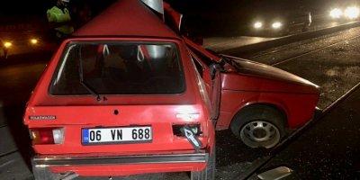 Eskişehir'de Otomobil Direğe Çarptı: 1 Ölü
