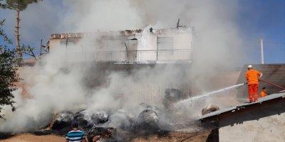 Korkuteli'de Çıkan Yangında 2 Katlı Ev Kullanılamaz Hale Geldi