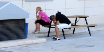 Antalya'da Otomobile Düzenlenen Silahlı Saldırıda Arka Koltuktaki Genç Kadın Öldü