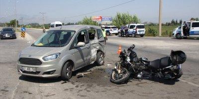 Antalya'da İki Polisin Yaralandığı Kaza Güvenlik Kamerasına Yansıdı
