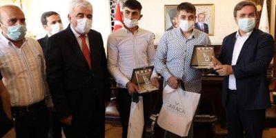 Aksaray'da Yılın Ahisine Kaftan Giydirildi, Kalfa Ve Çıraklar Ödüllendirildi
