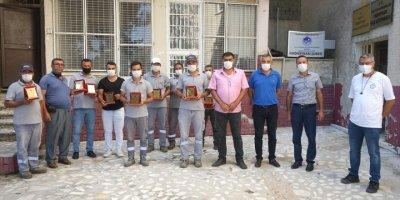 Mezitli'de Belediye Çalışanlarına Plaket Verildi