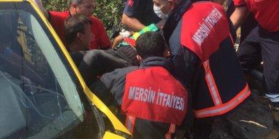 Mersin'de Otomobil İle Hafif Ticari Araç Çarpıştı: 4 Yaralı