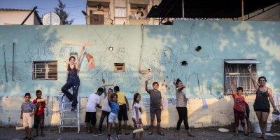 Mersin'de Roman Vatandaşların Yaşadığı Sokaklarda Evlerin Duvarları Renklendiriliyor