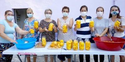 """Mezitli'de Üretici Kadınlardan """"İmece Usulü"""" Kış Hazırlığı"""