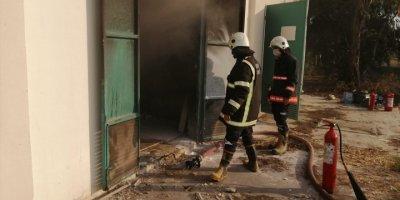 Mersin'de Belediye Tesisinde Çıkan Yangın Söndürüldü