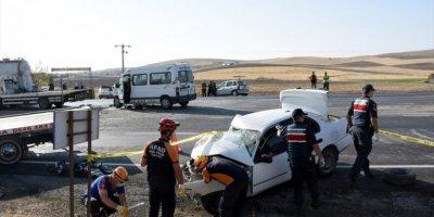 Aksaray'da Otomobil İle Minibüs Çarpıştı: 1 Ölü, 6 Yaralı
