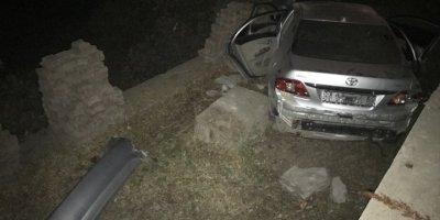 Kayseri'de Otomobil Bahçeye Uçtu, 3 Kişi Yaralandı