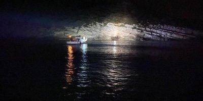 Antalya'da Kayalıklarda Mahsur Kalan 2 Kadın Kurtarıldı