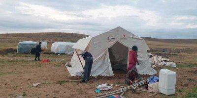 Mihalıççık'ta Şiddetli Yağıştan Etkilenen Mevsimlik İşçilere Yardım Eli Uzatıldı