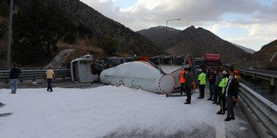 Tanker Ve Kamyonun Devrilmesi Sonucu Kapanan Niğde-adana Otoyolu Ulaşıma Açıldı